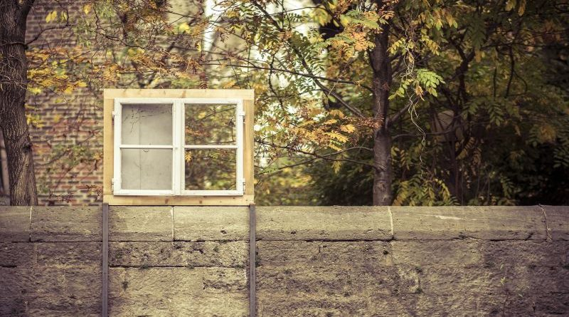 window-frame-1149166_1920